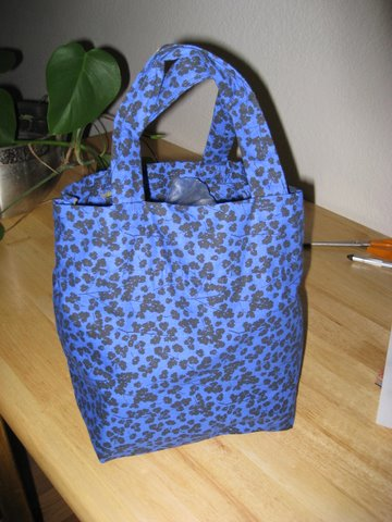 lunch bag #1 - blue & black floral